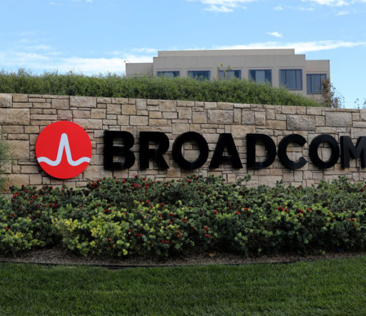 © Reuters. FILE PHOTO: A sign to the campus offices of chip maker Broadcom Ltd, who announced on Monday an unsolicited bid to buy peer Qualcomm Inc for $103 billion, is shown in Irvine, California