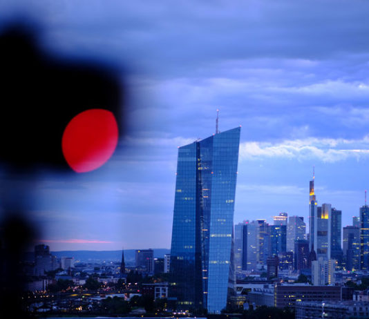 © Reuters. The skyline is photographed in Frankfurt