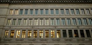© Reuters.  SNB Sight Deposits Jump Most in 2 Years, Suggesting Intervention