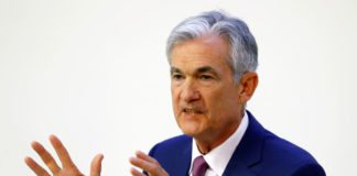 © Reuters. FILE PHOTO: U.S. Federal Reserve Chairman Jerome Powell speaks at a panel discussion at the University of Zurich in Zurich, Switzerland September 6, 2019
